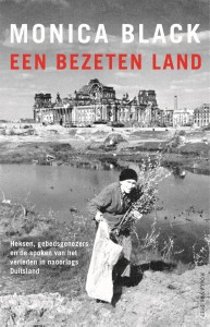 Een bezeten land door Monica Black